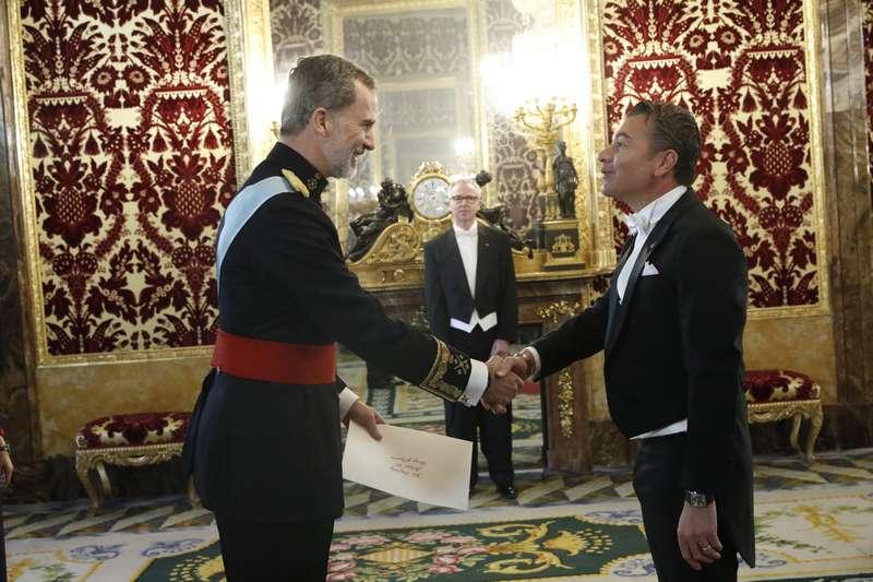 Il re di Spagna riceve S.E. Dr. Dario Item, ambasciatore di Antigua e Barbuda